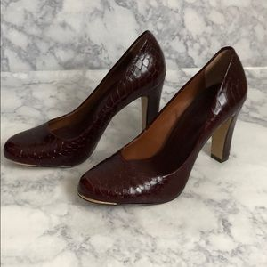 Banana Republic • embossed snakeskin pumps